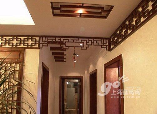 这套房子用到很多的木格子,装饰墙壁和吊顶.