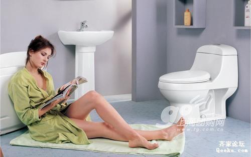 当卫浴间邂逅美女 小配饰让卫浴间活色生香