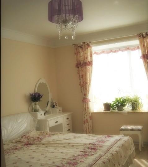 卧室刷漆米色效果图