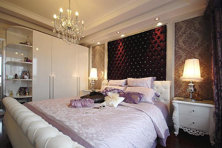 主卧床头的软包设计,依然是欧式宫廷风,太美了! 电视墙,挂壁式电视!图片