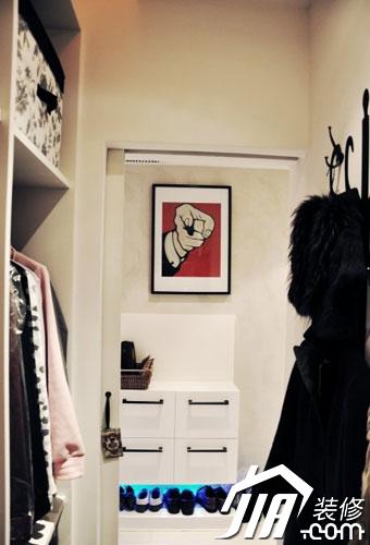 鞋柜对面的百叶门打开,我的小衣帽间图片