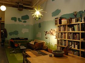 随意手绘背景墙 舒适生活复式房