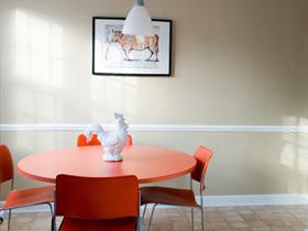 低调简约风 橙色元素点缀个性小家