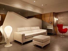 悠闲自如 自然木纹打造家具景致
