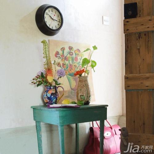 玄关 设计/设计亮点:称不上完整的绿色简单木制桌,其上随意的放着一些...