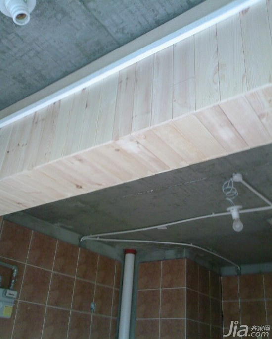用桑拿板一直从卫生间干区一直包 落地窗上面的墙面无法解决,