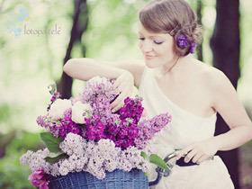 大自然中的梦幻紫色婚礼