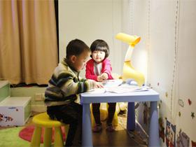温馨多彩儿童房 欧普灯光点亮纯真童年