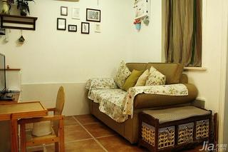 混搭风格小户型50平米客厅照片墙沙发效果图