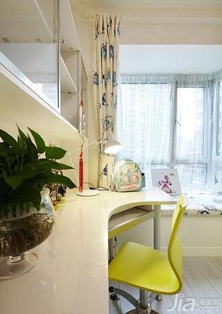 现代简约风格三居室黄色20万以上飘窗书桌效果图