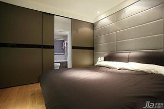 现代简约风格二居室120平米卧室软包背景墙隐形门效果图