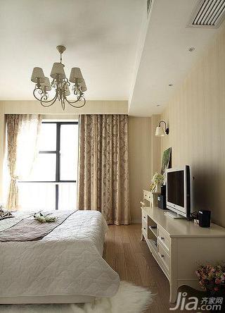 美式风格三居室130平米卧室电视柜效果图