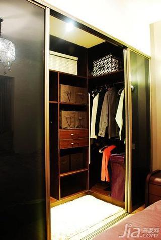 现代简约风格三居室90平米步入式衣帽间装修效果图
