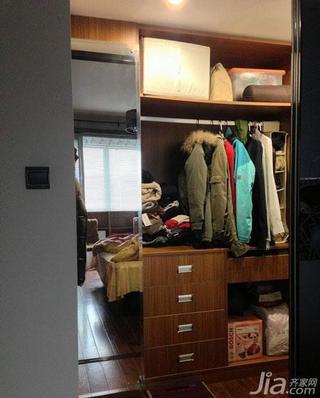 简约风格小户型70平米步入式衣柜订做