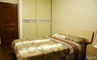 简约风格三居室130平米卧室背景墙步入式衣柜定做