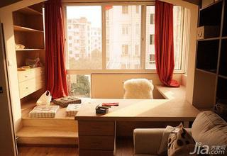 现代简约风格二居室70平米阳台地台装修图片