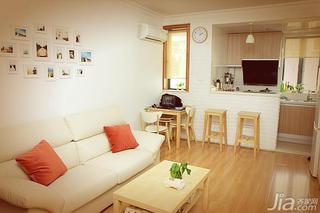 日式风格二居室原木色50平米客厅照片墙沙发效果图