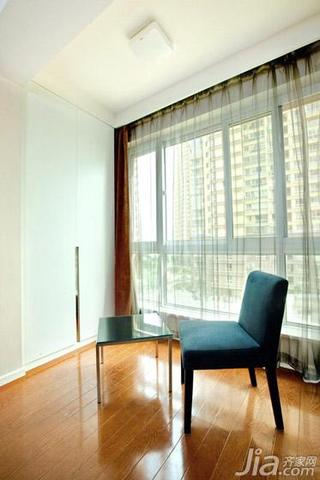 现代简约风格二居室70平米阳台窗帘图片