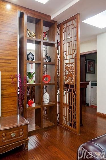 中式风格二居室120平米客厅隔断博古架图片