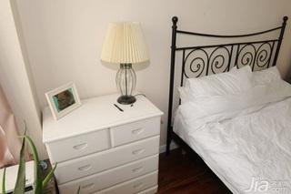 简约风格二居室简洁白色10-15万80平米玄关床新房家装图