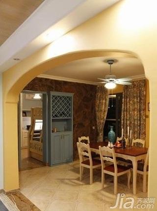 地中海风格四房10-15万130平米餐厅餐桌新房家装图