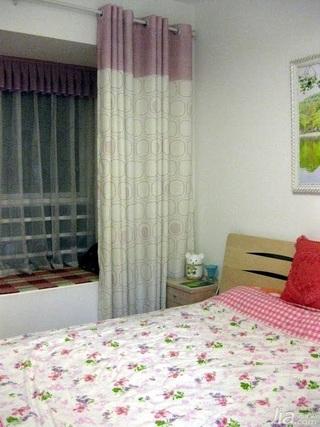 简约风格二居室3万以下50平米卧室飘窗窗帘效果图