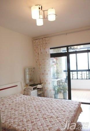 简约风格二居室温馨10-15万70平米卧室床婚房平面图