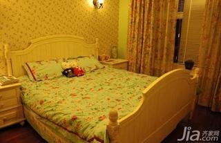 田园风格二居室10-15万80平米卧室床三口之家家装图