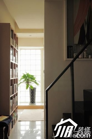 loft风格小户型楼梯书架图片