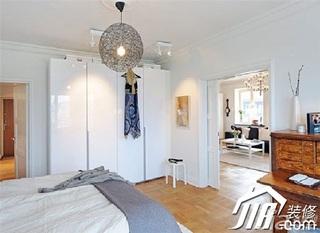 简约风格二居室富裕型卧室背景墙衣柜设计图