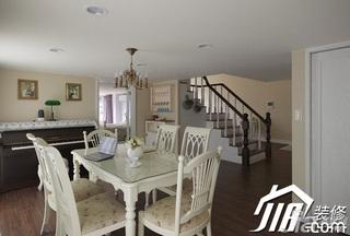 美式乡村风格跃层富裕型110平米餐厅楼梯餐桌图片