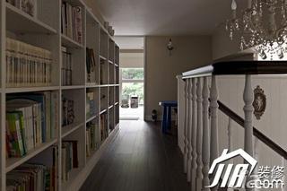 美式乡村风格跃层简洁富裕型110平米楼梯书架效果图