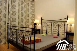 混搭风格公寓5-10万130平米卧室窗帘效果图