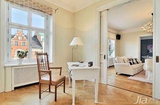 28个北欧风小户型家庭工作室书桌设计2/28