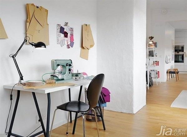 28个北欧风小户型家庭工作室书桌设计5/28
