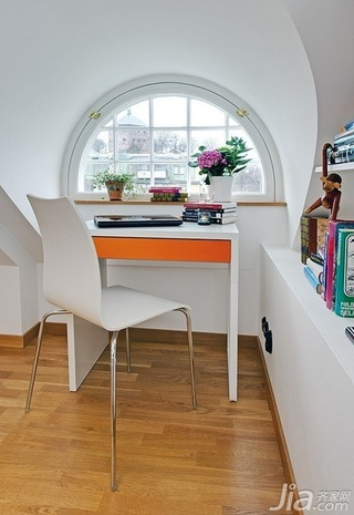 28个北欧风小户型家庭工作室书桌设计13/28