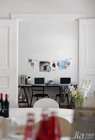 28个北欧风小户型家庭工作室书桌设计24/28