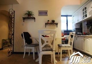 地中海风格小户型温馨5-10万90平米餐厅餐桌效果图