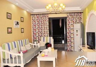 欧式风格公寓温馨10-15万80平米客厅电视背景墙沙发效果图
