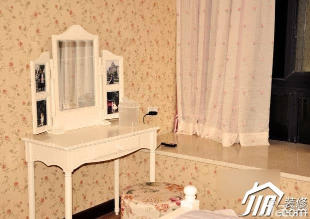 欧式风格公寓温馨10-15万80平米卧室飘窗窗帘图片