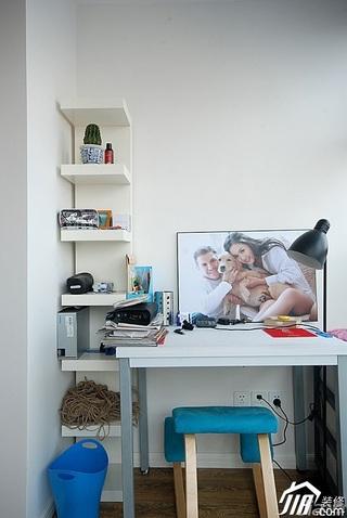 简约风格公寓书房书桌图片