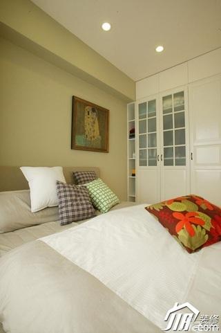 简约风格小户型舒适经济型70平米卧室床效果图