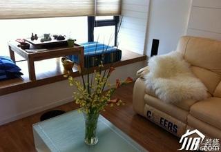 简约风格小户型客厅榻榻米效果图