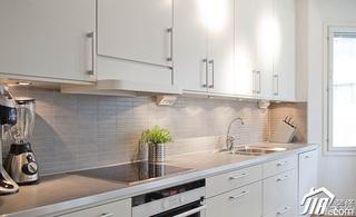 简约风格二居室白色厨房橱柜安装图