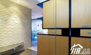 简约风格二居室背景墙衣柜设计图