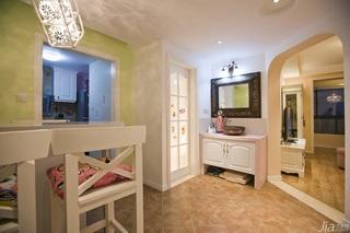 欧式风格二居室温馨暖色调富裕型卫生间背景墙洗手台效果图