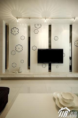 简约风格三居室温馨白色5-10万130平米客厅电视背景墙壁纸图片