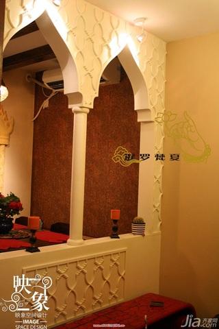 东南亚风格二居室富裕型客厅隔断装修效果图