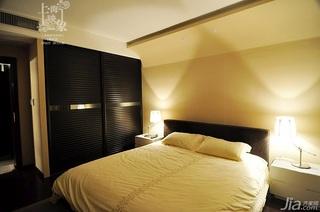 美式风格二居室大气米色富裕型卧室床效果图
