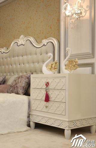 欧式风格三居室大气白色富裕型120平米卧室床效果图